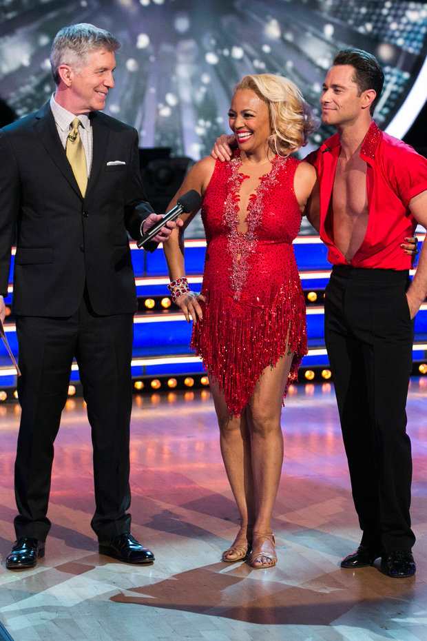 Chat with Kim Fields and Sasha Farber during judging on Dancing with the Stars